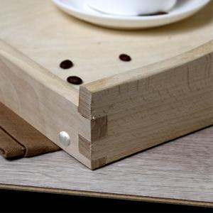 solidny stolik drewniany